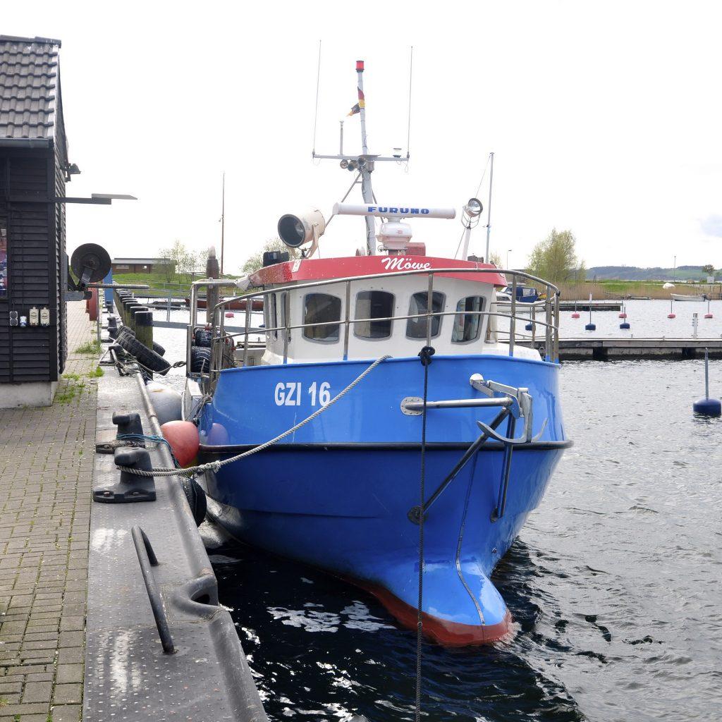 Fischkutter im Hafen Gager